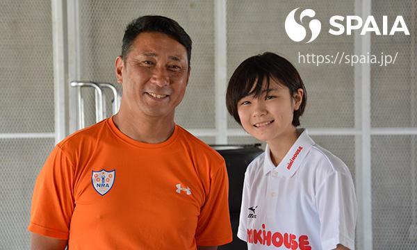 笑顔のJuju選手(左)と野田英樹氏ⒸSPAIA