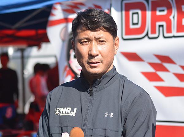 レース後の取材に応える野田英樹監督