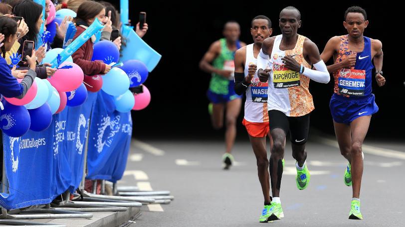 ロンドンマラソンを走るキプチョゲ(右から2人目)Ⓒゲッティイメージズ