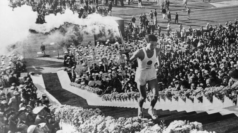 1964年東京五輪の聖火ランナー・坂井義則さんⒸゲッティイメージズ