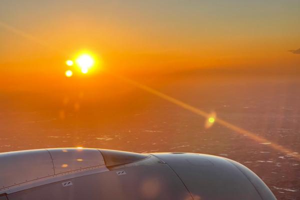 飛行機から見える太陽Ⓒ小中村政一
