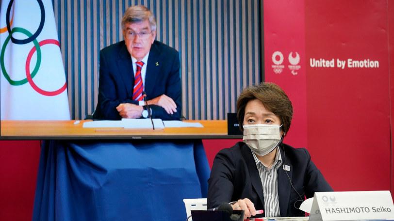 橋本聖子組織委会長(モニターはIOCのバッハ会長)Ⓒゲッティイメージズ