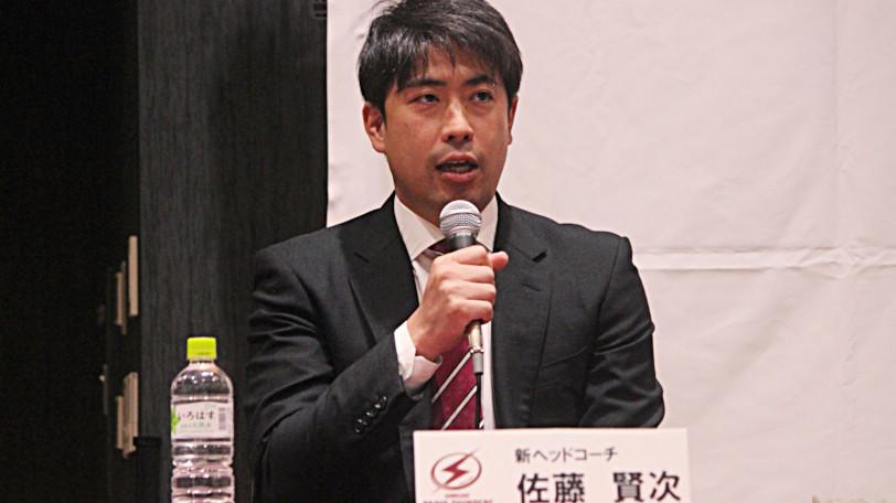 川崎ブレイブサンダースの佐藤賢次HCⒸマンティー・チダ