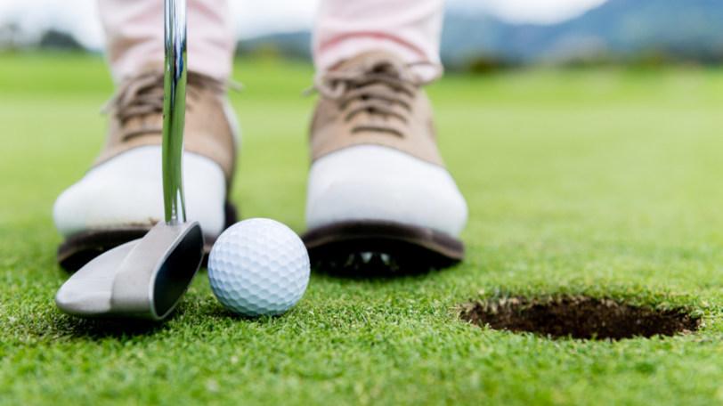ゴルフのパッティングイメージ画像ⒸESB Professional/Shutterstock.com